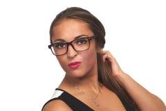 Van de de make-uplippenstift van het vrouwenportret vrouwelijke model de glazen zekere aantrekkelijke persoon royalty-vrije stock foto's