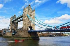 Van de meningslonden van de torenbrug de stad het Verenigd Koninkrijk Augustus 2016 stock foto's