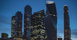Van de moskou-stad commerciële de tijdspanne centrumtijd bij avond stock footage