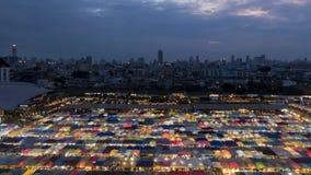 Van de de nachttrein van Bangkok de marktdag aan nachttijdspanne stock video