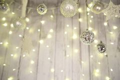 Van van van de nieuwjaardecoratie, Kerstboom, slingers en ballen huiscosiness Stock Afbeelding