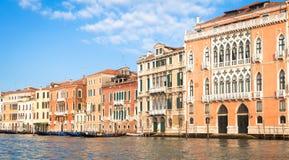 300 van de oude Venetiaanse paleisjaar voorgevel van Kanaal Grande Royalty-vrije Stock Foto's