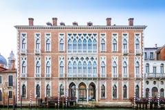 300 van de oude Venetiaanse paleisjaar voorgevel van Kanaal Grande Stock Foto's