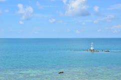 Van de overzeese daglicht van de het zandzon strand het blauwe hemel Royalty-vrije Stock Foto