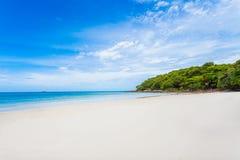 Van de overzeese het zandzon strand blauwe hemel dayligh Stock Fotografie