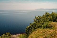 Van de overzeese van de de hemelaard kustlijnzomer het openluchtlandschap Stock Fotografie