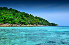 Van de overzeese van de het strand blauwe hemel zandzon het landschapsaard van Thailand  Stock Afbeeldingen