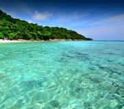 Van de overzeese van de het strand blauwe hemel zandzon het landschapsaard van Thailand  Royalty-vrije Stock Afbeelding