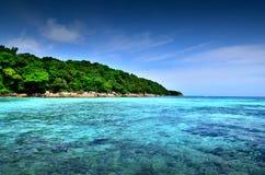Van de overzeese van de het strand het blauwe hemel zandzon gezichtspunt van de het landschapsaard van Thailand Royalty-vrije Stock Afbeelding