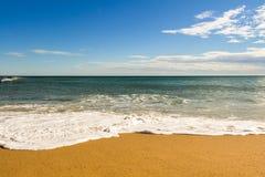 Van de overzeese van de het zandzon strand blauw hemel van de het daglichtontspanning het landschapsgezichtspunt voor ontwerppren Royalty-vrije Stock Afbeelding