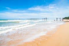 van de overzeese van de het zandzon strand blauw hemel van de het daglichtontspanning het landschapsgezichtspunt voor ontwerppren Stock Foto's
