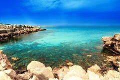 Van de overzeese van de het zandzon strand het blauwe hemel landschap van de het daglichtontspanning voor DE Royalty-vrije Stock Afbeeldingen