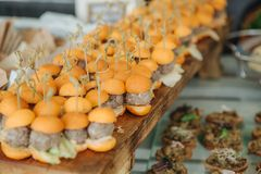 Van de de partijtribune van de voedsel canapes sandwich de collectieve partij royalty-vrije stock foto's