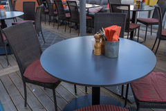 Van de Peperkelders van vorkenmessen de Zoute van het de Lijstrestaurant Oranje Servetten Stock Foto