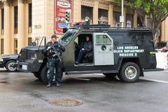 Van de politiedepartament van Los Angeles de reddingsvrachtwagen op de straat wordt geparkeerd die Stock Afbeeldingen