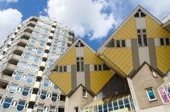 Van de potloodtoren en kubus huizen in het centrum van Rotterdam Stock Fotografie