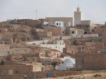 Van de de provinciemoskee van Tamezret Gabes van het Berberdorp de hete woestijn van Noord-Afrika in Tunesië stock foto's