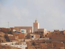 Van de de provinciemoskee van Tamezret Gabes van het Berberdorp de hete woestijn van Noord-Afrika in Tunesië royalty-vrije stock afbeeldingen