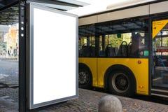 Van de de Reclamestad van de Bushaltebank het Stedelijke Vervoer Lege Whi stock foto's