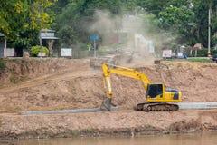 Van de de rivierdam van de projectbouw beschermt de concrete muur de barst van de rivierkust tegen water royalty-vrije stock fotografie