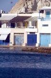 Van de rotsklippen van huizen de Middellandse Zee Firop Royalty-vrije Stock Afbeeldingen