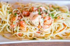 Van de Spaghettideegwaren van de zeevruchtenzeekreeft van linguinicalamari de peterselie van de het tweekleppige schelpdiertomaat royalty-vrije stock fotografie