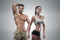 Van de sportenman en vrouw het stellen in studio Stock Fotografie