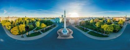 Van de de Stads Oude Stad van Riga van het Monumentenmilda hommel 360 vrmening royalty-vrije stock foto