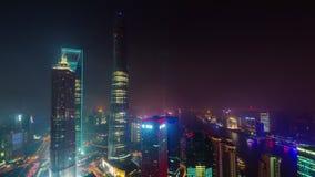 Van de stadsgebouwen van nachtshanghai van het het dak de hoogste panorama de tijdtijdspanne van de binnenstad China 4k stock video