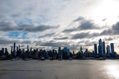 Van de de Stadshorizon van New York de Ochtendzon over Hudson River royalty-vrije stock fotografie