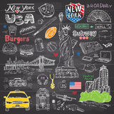 Van de stadskrabbels van New York de elementeninzameling Hand getrokken reeks met, taxi, koffie, hotdog, hamburger, broadway stan Stock Afbeeldingen