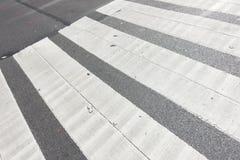 Van de stadsmanhattan van New York de straatzebrapad met de greepdekking van de gietijzermens royalty-vrije stock afbeeldingen