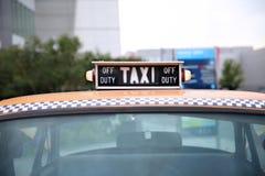 Van de taxinew york van de lantaarntaxi retro Controleur van het de autobedrijf gele mos royalty-vrije stock afbeeldingen