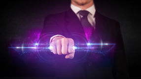Van de technologiegegevens van de bedrijfsmensenholding toekomstig het systeemnetwerk stock afbeelding