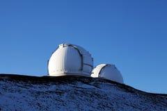 Van de telescopenHawaï van Kea Keck van Mauna de blauwe hemel Royalty-vrije Stock Afbeeldingen