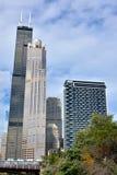 Van de testamenttoren en stad gebouwen van Chicago Stock Foto