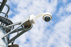 360 van de toezichtgraden camera op blauwe hemelclose-up als achtergrond S Stock Fotografie