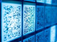 Van de twee-afmeting code blauwe wetenschap en technologie behangachtergrond royalty-vrije stock afbeeldingen