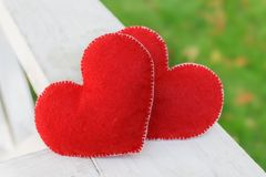 Van de valentijnskaartendag abstract symbool als achtergrond Twee hartconcept liefde Stock Fotografie