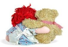 van de voddenpop en teddybeer omhelzing Stock Afbeeldingen