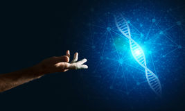 Van de wetenschapsgeneeskunde en technologie concepten als DNA-molecule op donkere achtergrond met verbindingslijnen Royalty-vrije Stock Fotografie