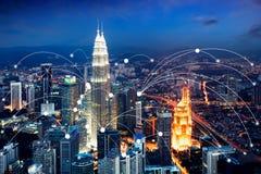 Van de Wifipictogram en stad scape het concept van de netwerkverbinding, Slimme stad stock fotografie