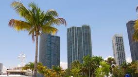 Van de de zomerdag van Miami het de baaipanorama van de binnenstad 4k Florida de V.S. stock videobeelden