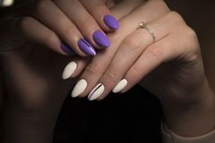 Van de de zomermanicure en spijker kleurensteekproeven Stock Foto