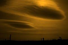 Is van de zon en de wolken benieuwd Royalty-vrije Stock Foto's