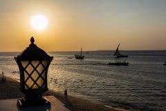 Van de de zonsondergangsteen van Indische Oceaan van de Stadsunguja Zanzibar het Eiland Tanzania Afrika royalty-vrije stock afbeeldingen
