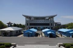 Van DMZ (Panmunjom) het Huis van Vrijheid zoals die van DPRK wordt gezien Royalty-vrije Stock Afbeeldingen