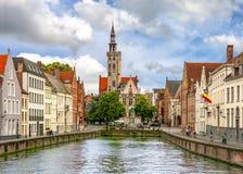 Van Eyck-Quadrat und Kanäle von altem Brügge, Belgien lizenzfreie stockbilder