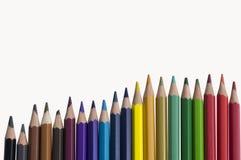 Van het achtergrond kleuren kleurrijke potlood gealigneerde regenboogkleur stock foto