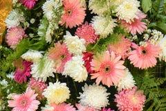 Van het bloemboeket mooie bloemen als achtergrond stock foto's